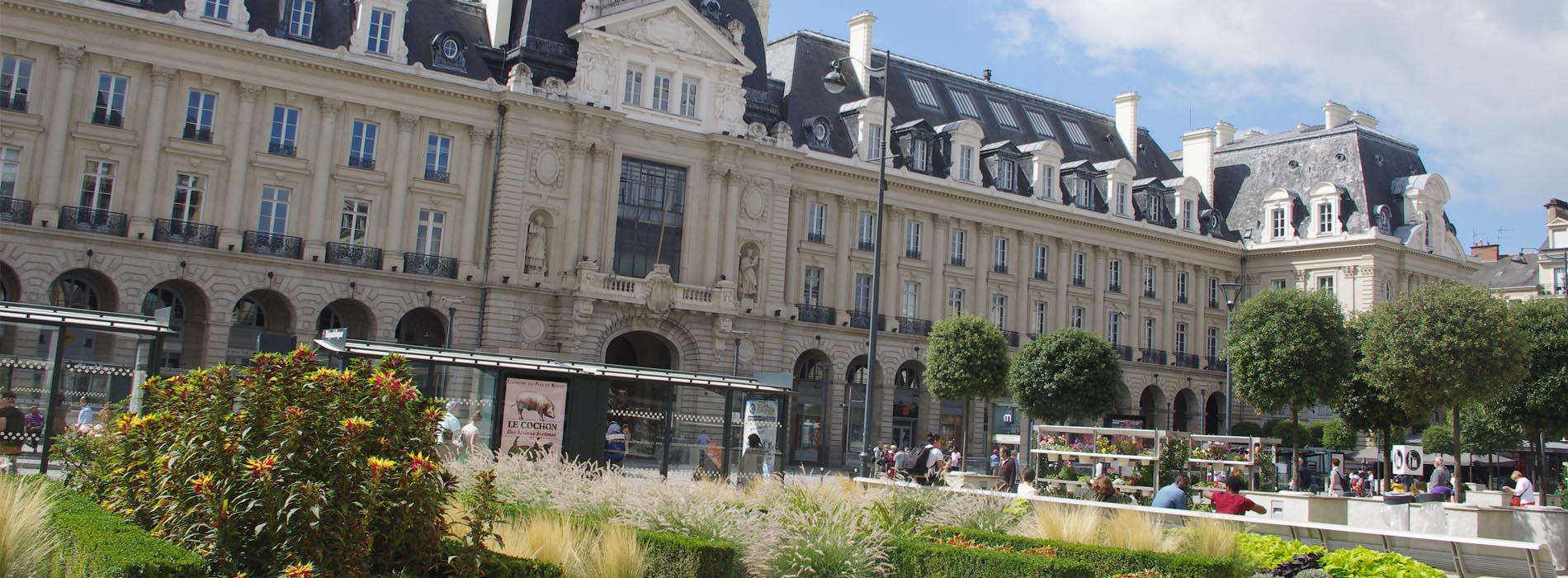 Ils ont les chapeaux ronds à Rennes, et aussi… les chats violets chez Crédit Conseil de France